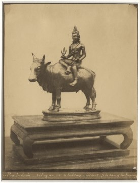 Pra In Suan riding an ox and holding a trident