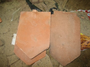 End pointed flat tiles