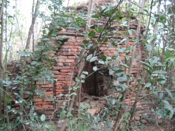 Remaining brickwork of Wat Bailo