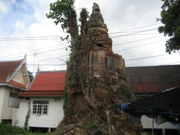Old Chedi at wat Bang Kaja