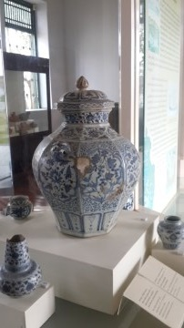 Rare blue and white octagonal jar for lustral water from the Yuan Dynasty period