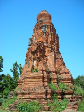 The reconstructed chedi of Wat Phong