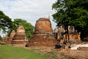 Small vihara and chedi to house the remains  of the former royal family