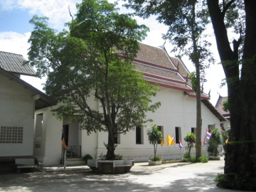 The sermon hall of Wat Pradu Songtham