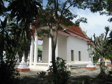 The ordination hall of Wat Pradu Songtham