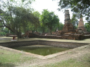 One of the two ponds in front of the vihara