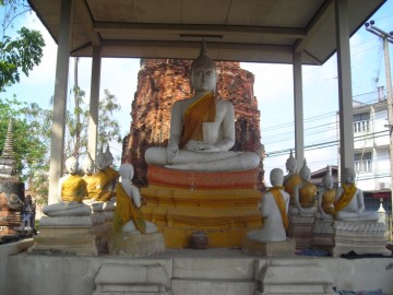 Buddha image in the location of the former vihara