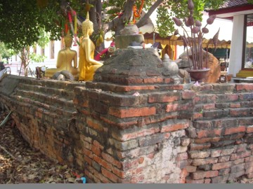 Old wall of Wat Tuek