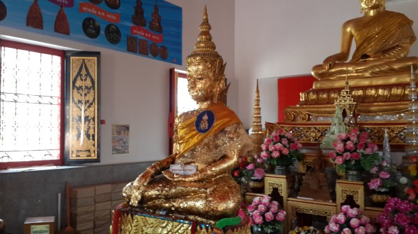 Luang Pho Thong Suk, the Buddha image of which cranial part of the head can be lifted