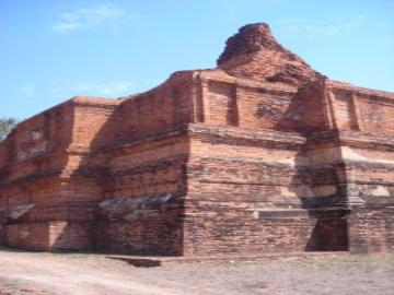 The main stupa of Wat Khun Mueang Jai